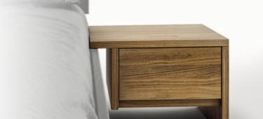 Drewniana szafka nocna – konieczność, czy zbędny mebel?