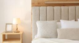 Stylowe szafki nocne do Twojej sypialni – czym kierować się przy ich wyborze?